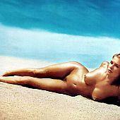 Kristy swanson nude.